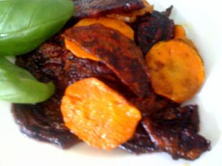 Red beet carrot chips